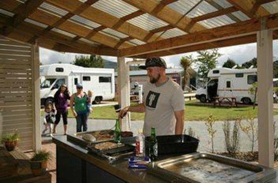 Rotorua Top 10 Holiday Park: BBQ Area
