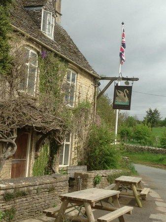 The Swan Inn: Main building The Swan