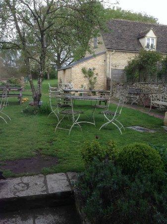 The Swan Inn: Back garden from the dining room