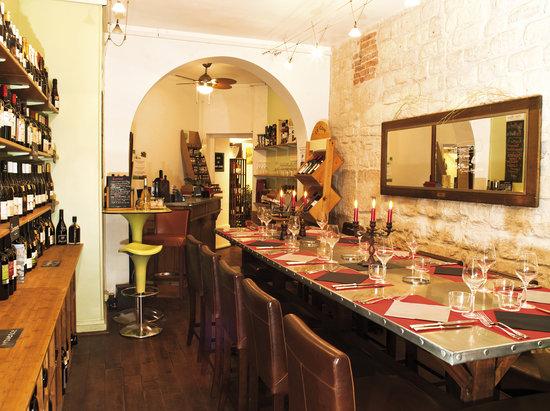 LE CAVISTE BIO : intérieur table d'hôtes