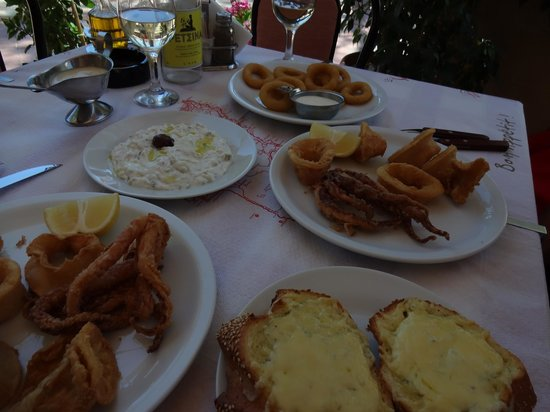 Carrusel Restaurant: calamar et tzatziki