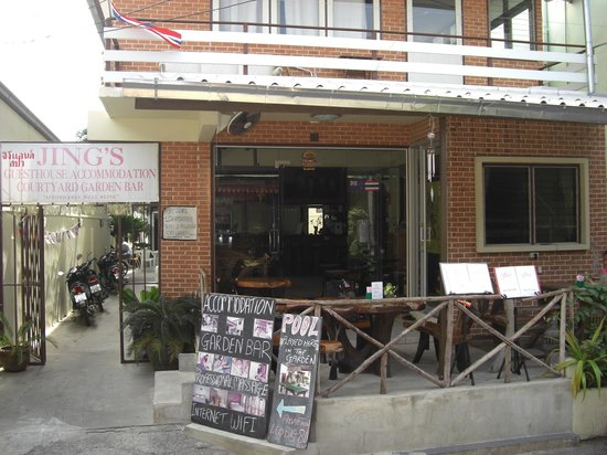 Taphouse: Entrance to Jing's Guesthouse and balcony dining area