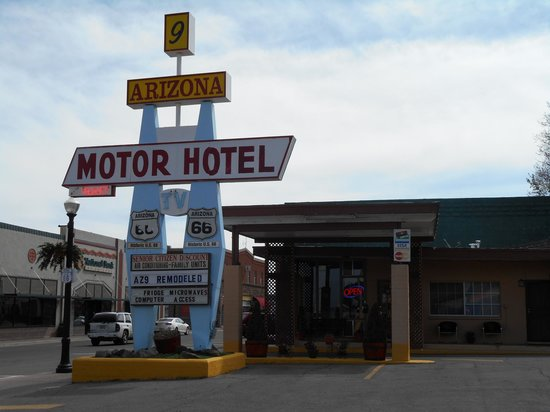 9 Arizona Motor Hotel: Entrance & Reception