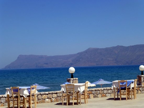 Galini Beach Hotel: Terrasse hinter dem Frühstücksraum