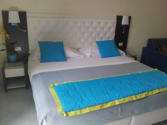Sorrento Flats: Massive bed (One mattress)