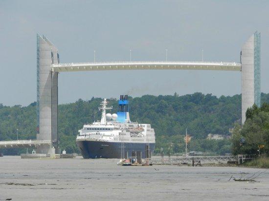 Entree port de bordeaux picture of le pont jacques chaban delmas bordeaux - Le pont levant de bordeaux ...