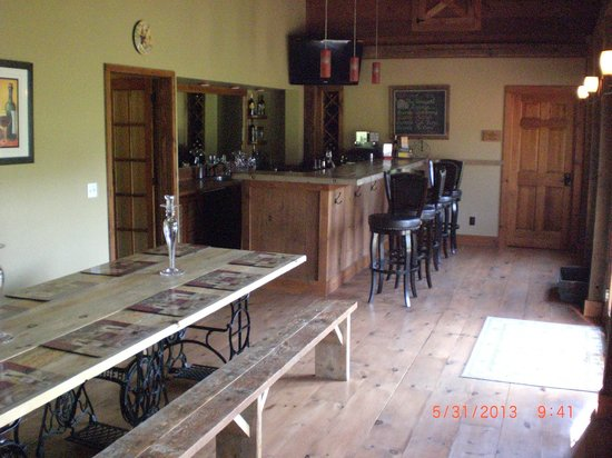 Cedar House on Sound B&B: Tap Room from vineyard room 2