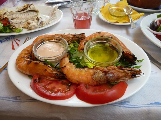 Avithos Resort: Avithos taverna - grilled king prawns !