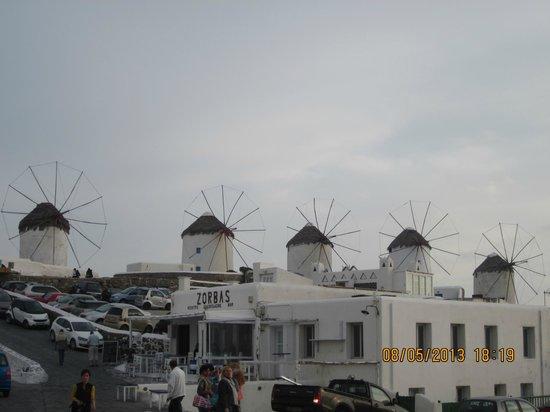 Adonis Hotel: windmills in Mykonos