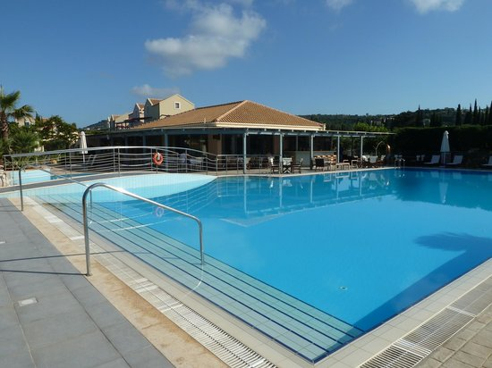 Avithos Resort: View across pool to breakfast and bar terrace