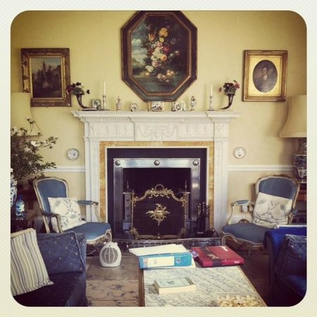 Uplands House: Living room
