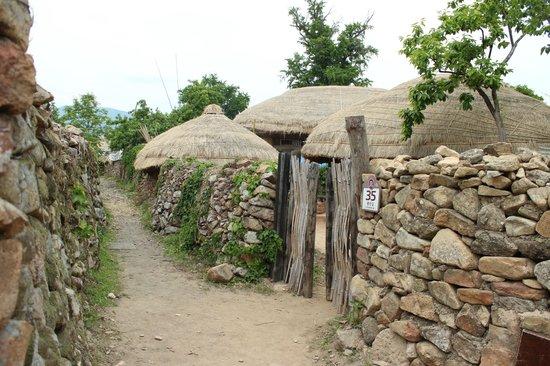 how to get to korean folk town reboot