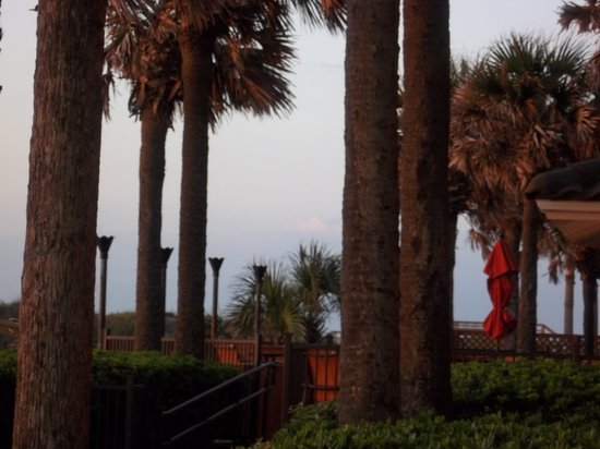 Hampton Inn Jacksonville Beach/Oceanfront: Outside first floor room