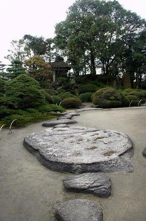 Former Nozakike House: 立派な庭園