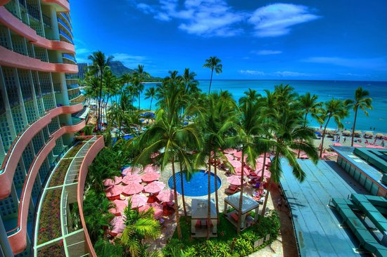 The Royal Hawaiian, a Luxury Collection Resort: Pool and beach