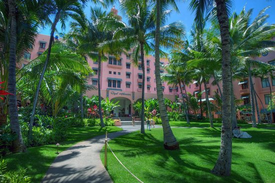 The Royal Hawaiian, a Luxury Collection Resort: Hotel grounds