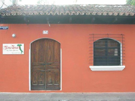 La Toscana: Frente del restaurante.