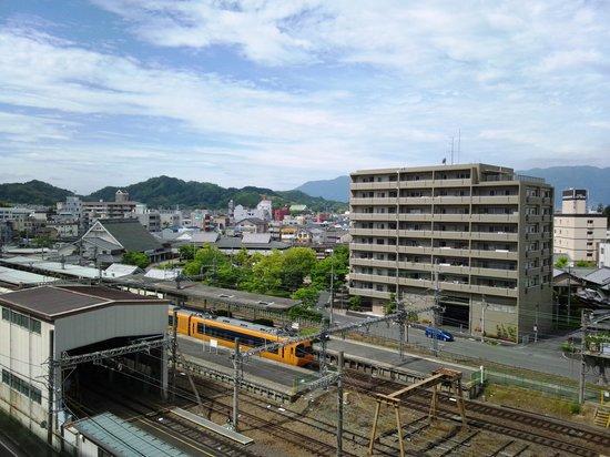 Kashihara Royal Hotel: 部屋から望む橿原神宮前駅