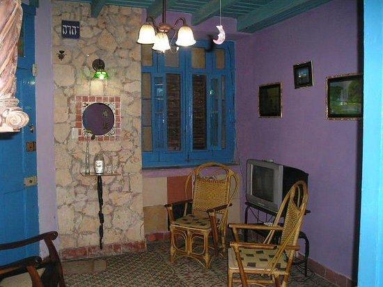 Casa La Cochera: Sala vista posterior