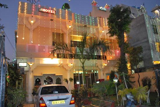 Hotel Bani Park Palace: Hotel Front