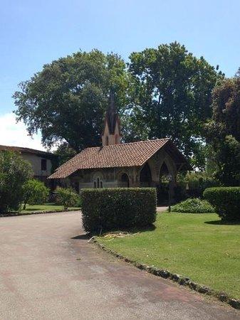 Park Hotel Villa Ariston: verso la chiesetta nel parco