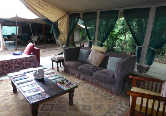 Nairobi Tented Camp : Looking from the lounge to the mess tent.