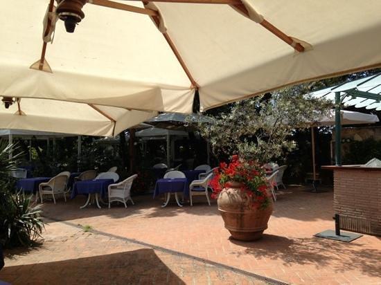 Park Hotel Villa Ariston : relax al bar in piscina