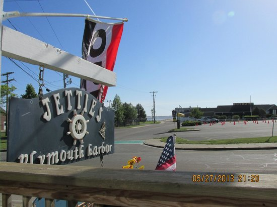 Jetties on Plymouth Harbor : Awesome, fresh food, friendly owner!
