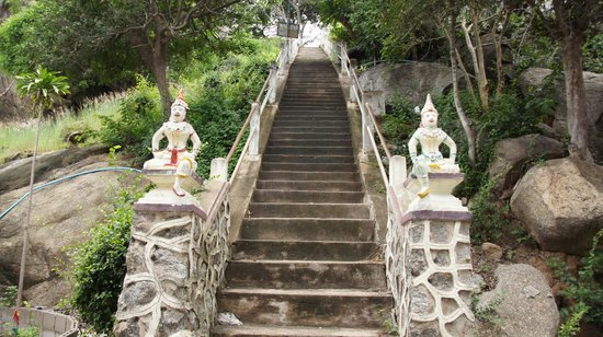 Wat Khao Takiap: another stairs