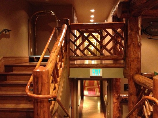 Shore Lodge: Stairway to the rooms