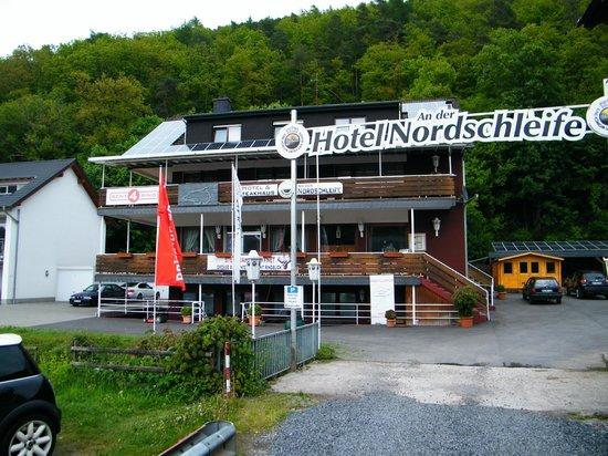 Hotel an der Nordschleife: Front of hotel