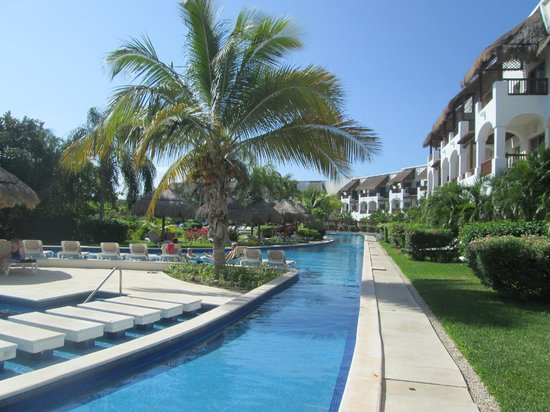 Valentin Imperial Maya: We called this the Lazy river area. It was relaxing!