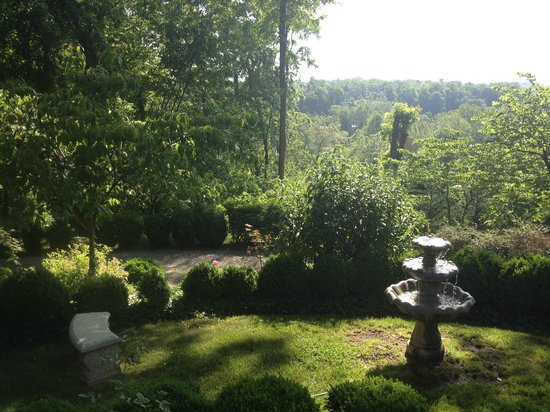 Biltmore Village Inn: Breakfast on the Porch View
