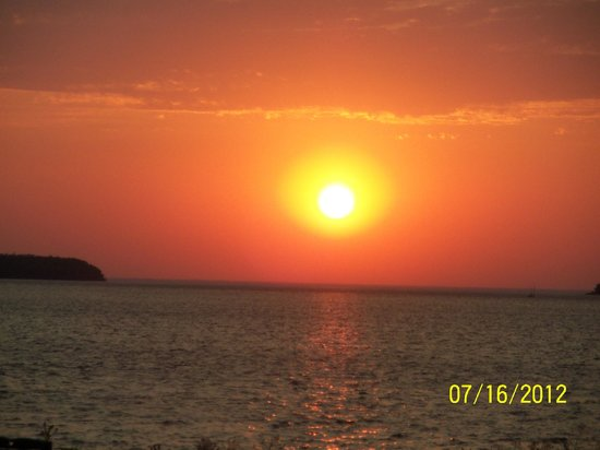 Edgewater Resort: BEAUTIFUL SUNSETS