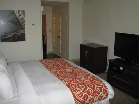 Renaissance Newark Airport Hotel: Room 941, entry