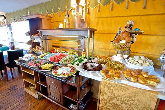 Alzer Hotel: Bueffet Breakfast