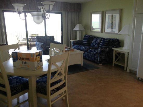 South Seas Island Resort: Living Room With New Furniture