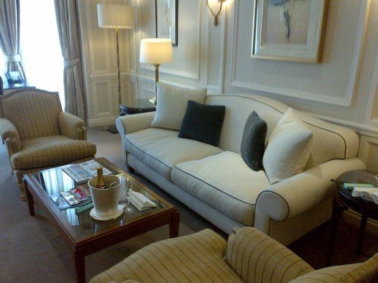 Claridge's: Linley Suite Living Room
