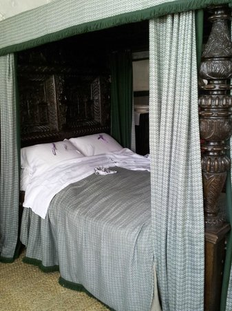 Carved Wood Bed Complete W Mattress Pegs Picture Of Plas Mawr