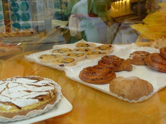 Casa Cielo B&B Scalea: Local pastries!