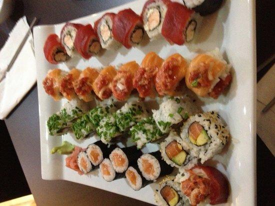 Onaji Restaurante Japones: Variado de sushi