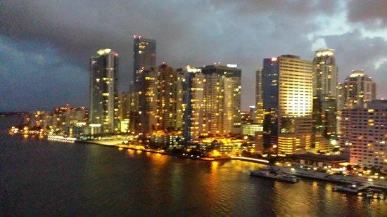 Mandarin Oriental, Miami: Scene overlooking Miami Skyline from hotel balcony