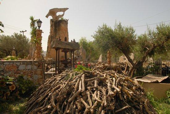 Каливес, Греция: ΓΩΝΙΑ ΤΗΣ ΠΑΡΑΔΟΣΗΣ