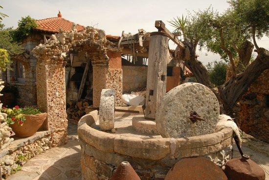 Kalyves, Grekland: ΠΑΛΙΟ ΑΛΩΝΙ