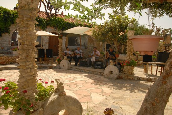 Kalyves, Greece: Η ΠΙΣΤΑ ΜΕ ΤΗΝ ΜΟΥΣΙΚΗ