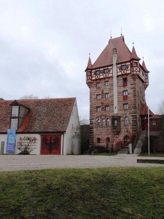 Hotel Burg Abenberg: Innenhof mit Schottenturm