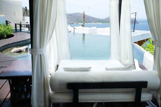 Tentaciones Hotel: Pool side
