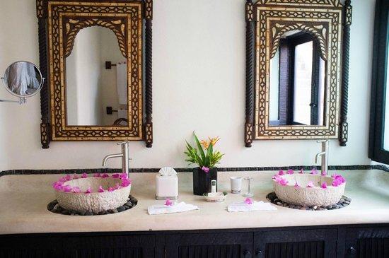 Tentaciones Hotel: Bathroom
