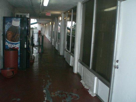 Rodeway Inn Miami Airport: Vom Aufzug zum Zimmer
