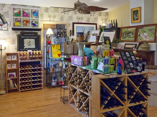 The Winery at Iron Gate Farm: Interior view of the gift shop area